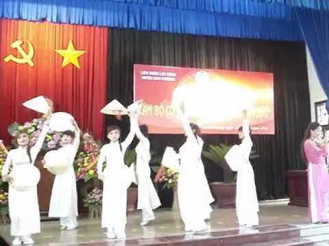 Quảng Bình quê ta ơi - Cô giáo Bình và tốp múa