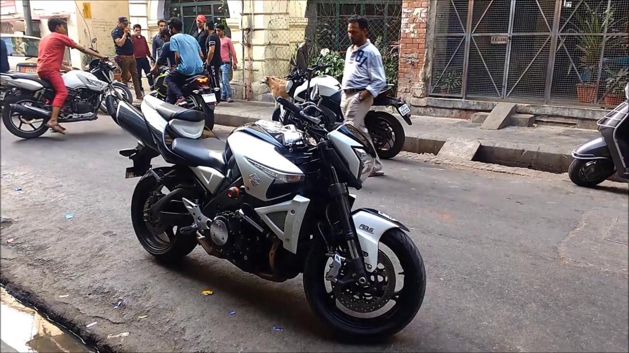 A suzuki b-king (também conhecida como gsx 1300) é uma motocicleta da categoria naked fabricada pela suzuki. Valor para o brasil: a suzuki b king está.