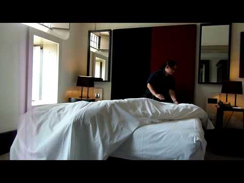 Tender cama con estilo hotelero doovi - Como hacer una cama de hotel ...