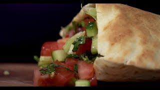 Гирос с индейкой и соусом дзадзики | Кухня по заявкам
