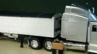 Peterbilt 379 Diecast Truck With Grain Trailer