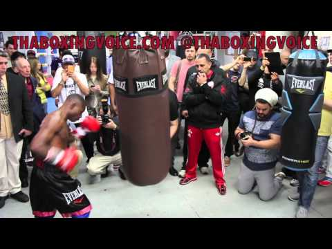 GUILLERMO RIGONDEAUX WORKING THE HELL OUT OF HEAVY BAG