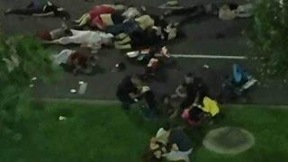 Во Франции после теракта в Ницце объявлен трехдневный траур.(По последним данным, чудовищная атака на набережной во время праздника Дня взятия Бастилии унесла жизни..., 2016-07-15T10:08:18.000Z)