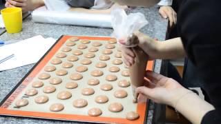 Macarons. / Как отсаживать макаронc.