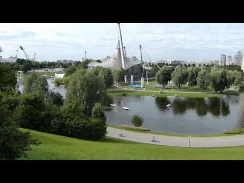 Spaziergang im Olympiapark München am Olympiasee