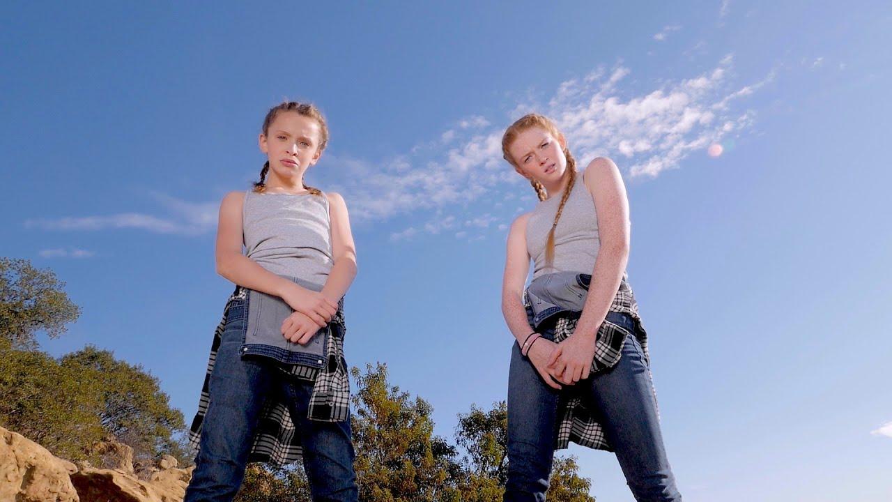 Fraternal Twin Girls Dancing to Fetty Wap | POPSUGAR Celebrity