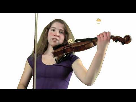 Viola (15) erklärt die Geige