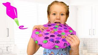 Erika FUN baking cookies   Toys and Erika videos for kids