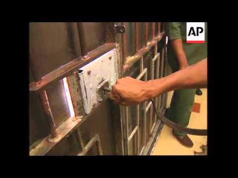 SOUTH AFRICA: EX PRISONERS EMPLOYED IN BID TO SOLVE HIGH CRIME RATE