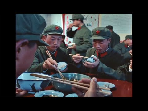 1973-lunchtime-with-the-chinese-army