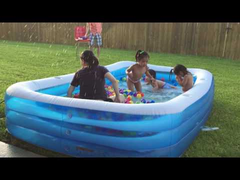 AVA PLAY IN THE POOL WITH NA AND NI