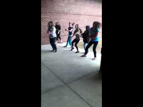 Retarded 6th graders do gangnam style