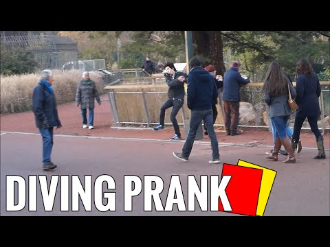 DÉFI : DIVING PRANK AND FALLING PUBLIC (RED CARD)