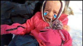 Parintii si copiii la Sanius | Anabella s-a lovit si plange | Anabella Show