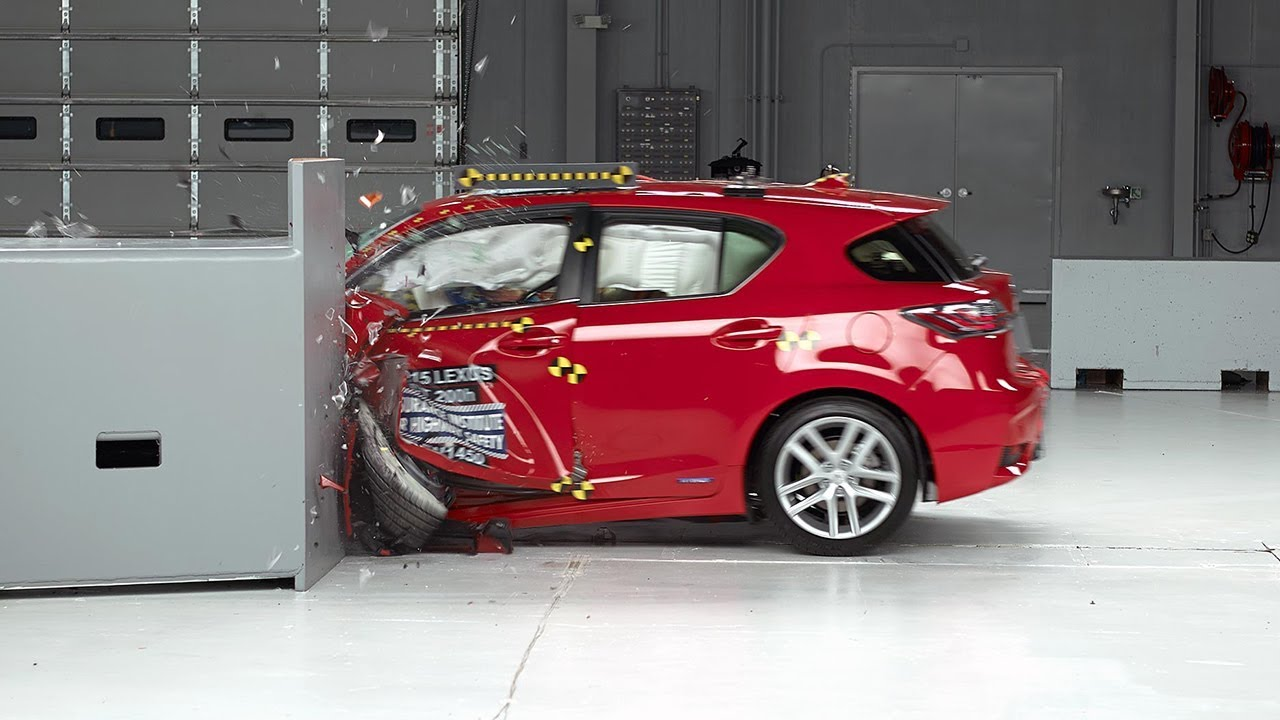2015 lexus ct 200h small overlap iihs crash test doovi. Black Bedroom Furniture Sets. Home Design Ideas