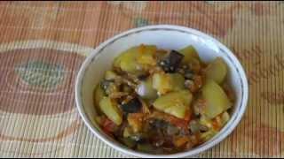 Домашние видео рецепты - овощное рагу в мультиварке(ИНГРЕДИЕНТЫ: 2 средних кабачка, 1 баклажан, 1 морковь, 1 луковица, 1-2 помидорки, соль, перец, масло для жарки..., 2015-11-05T11:19:18.000Z)
