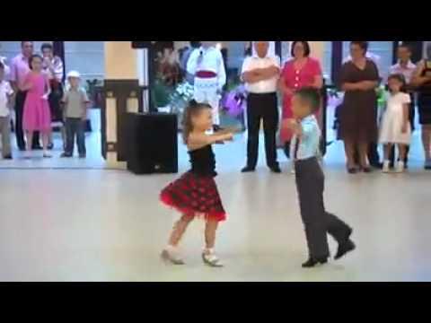 أجمل دويتو رقص طفل و طفلة thumbnail