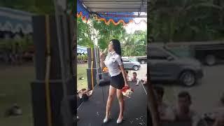 PNS hot sexy nyanyi di panggung
