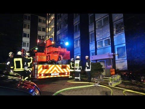 Schwelm - Kellerbrand in Hochhaus mit 43 Wohneinheiten - Feuerwehr mit 65 Einsatzkräften vor Ort