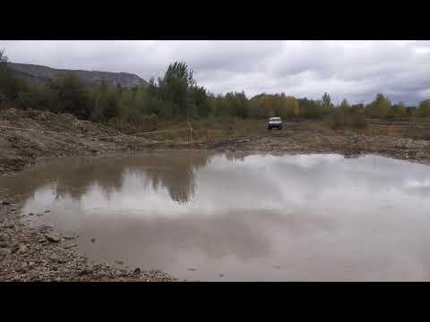 Проезд через озеро на внедорожниках в Кисловодске