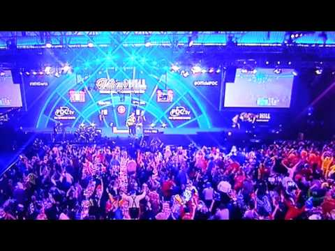 Dangerous - Fan on Stage during World Darts Championship 2016 Poor Security
