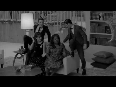 GLEE Full Performance of Santa Claus Is Coming to Town