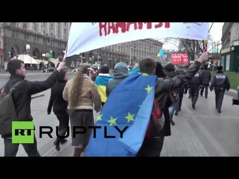 Ukraine: Students clog Kiev