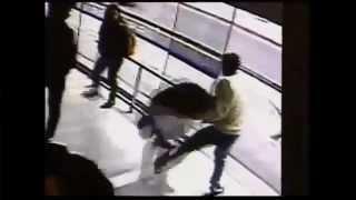 Repeat youtube video 【衝撃映像】 携帯電話を奪った犯人が、逃げる瞬間バスに轢かれて死亡