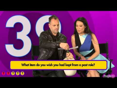 Elementary- Jonny Lee Miller and Lucy Liu ( People Chatter )