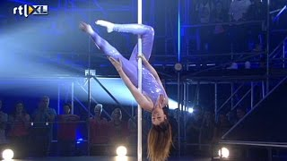 Optreden Kelly - show 1 - CELEBRITY POLE DANCING