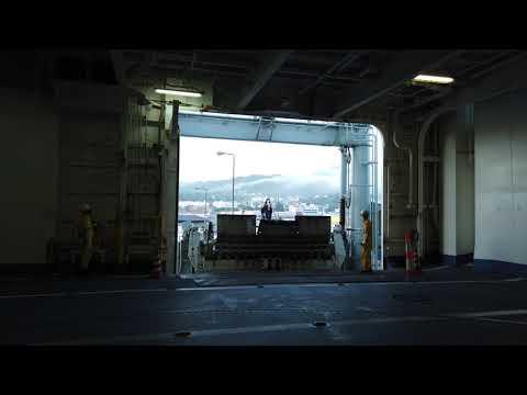 モーちゃんの動画・らべんだあの車両デッキの扉が開く