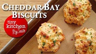 Red Lobster's Cheddar Bay Biscuits // Tiny Kitchen Big Taste