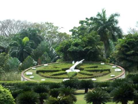 Reloj jard n bot nico nacional youtube for Jardin botanico nacional
