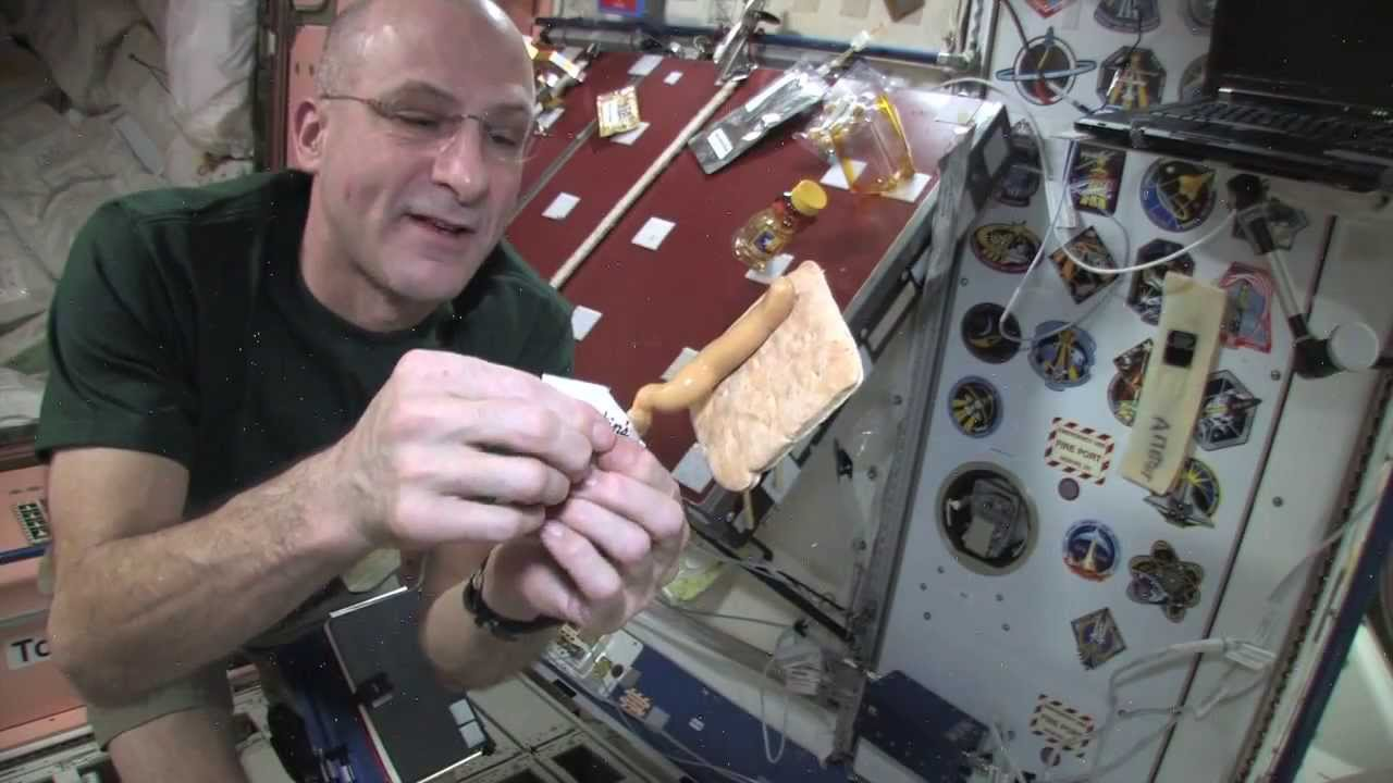 what do astronauts eat in space nasa - photo #36