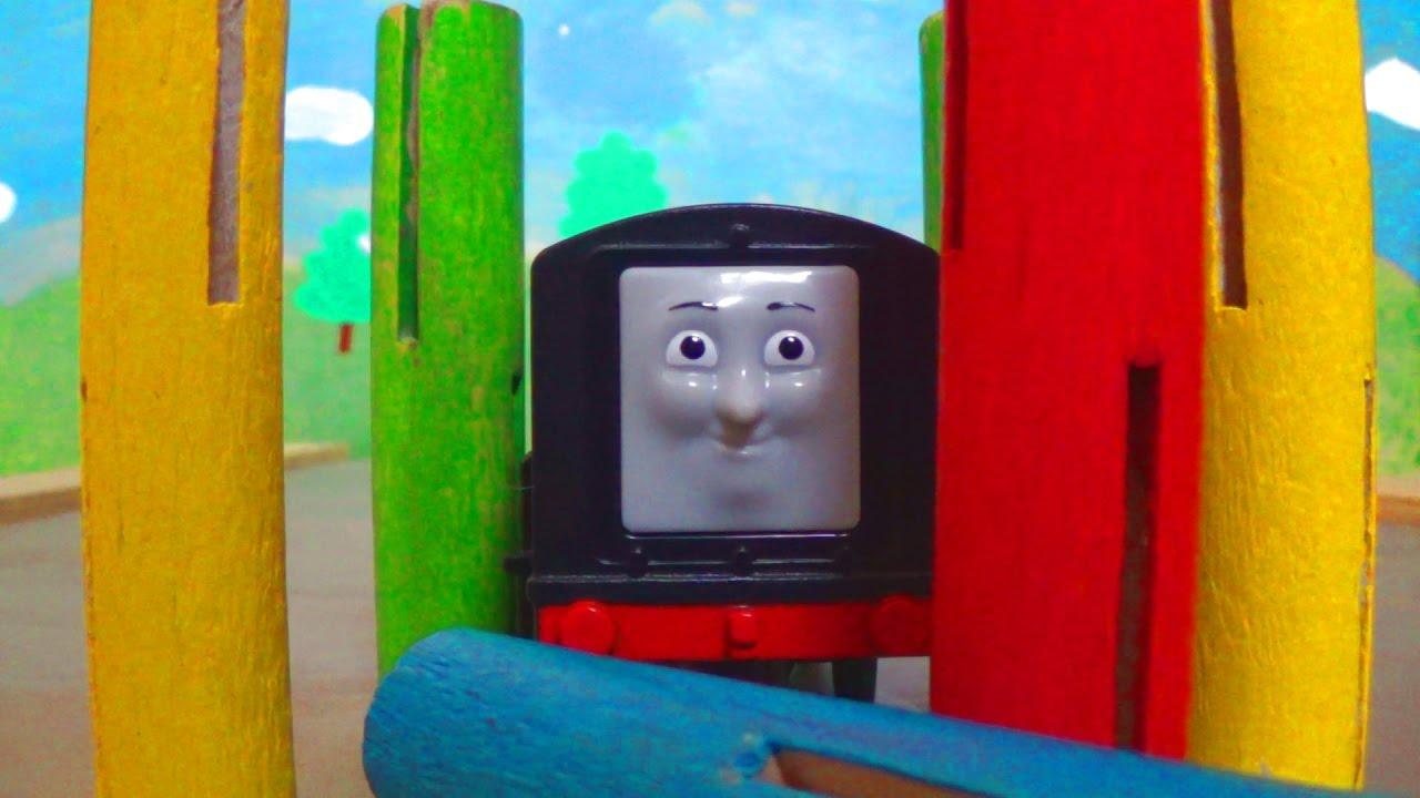 Паровозик Томас и его друзья - Играем в боулинг паровозиками - Видео про Игрушки для детей