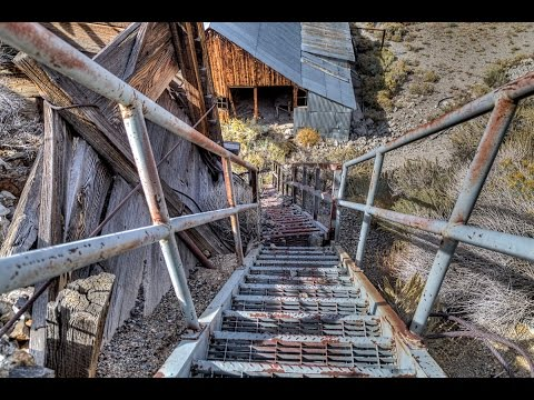 ABANDONED Building In The Middle Of Nowhere Nevada, FOUND Mining Operation,