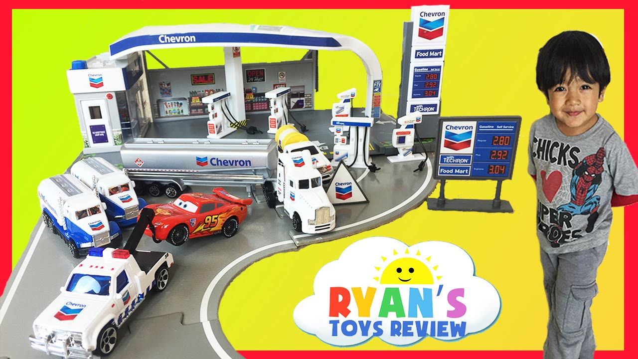 tomica chevron gas station playset disney cars toys lightning mcqueen kids video ryan toysreview youtube