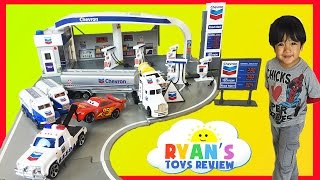 Tomica Chevron Gas Station PlaySet with Disney Cars Toys thumbnail