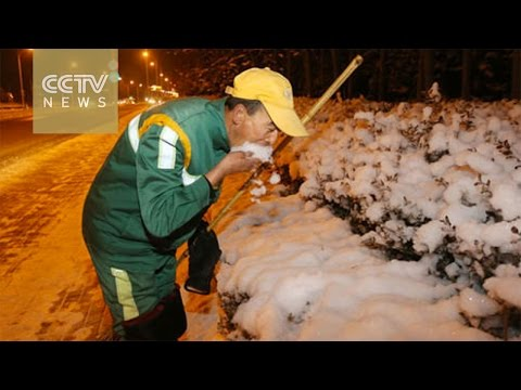 City cleaners eat snow to quench thirst after 17-hour shift