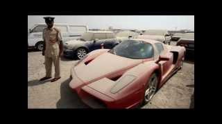 Un Ferrari Enzo abandonado en un lote de Dubai