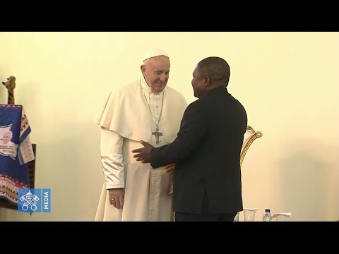 Pope in Mozambique supports peace process and greets leaders from all sides