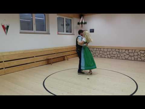 Corina und Rene tanzen Boarischen