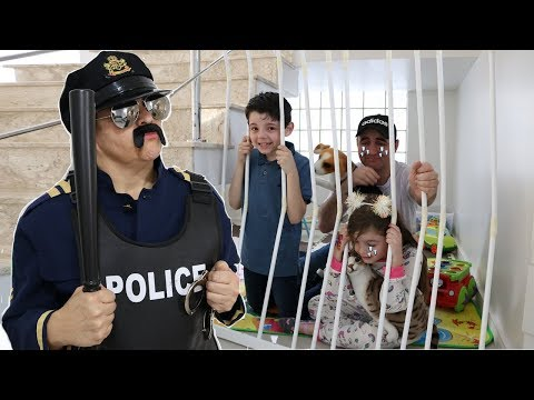 Minha Mãe Finge Brincar De Ser POLICIAL ! Historinha, Vídeo Para Crianças - Piero Start