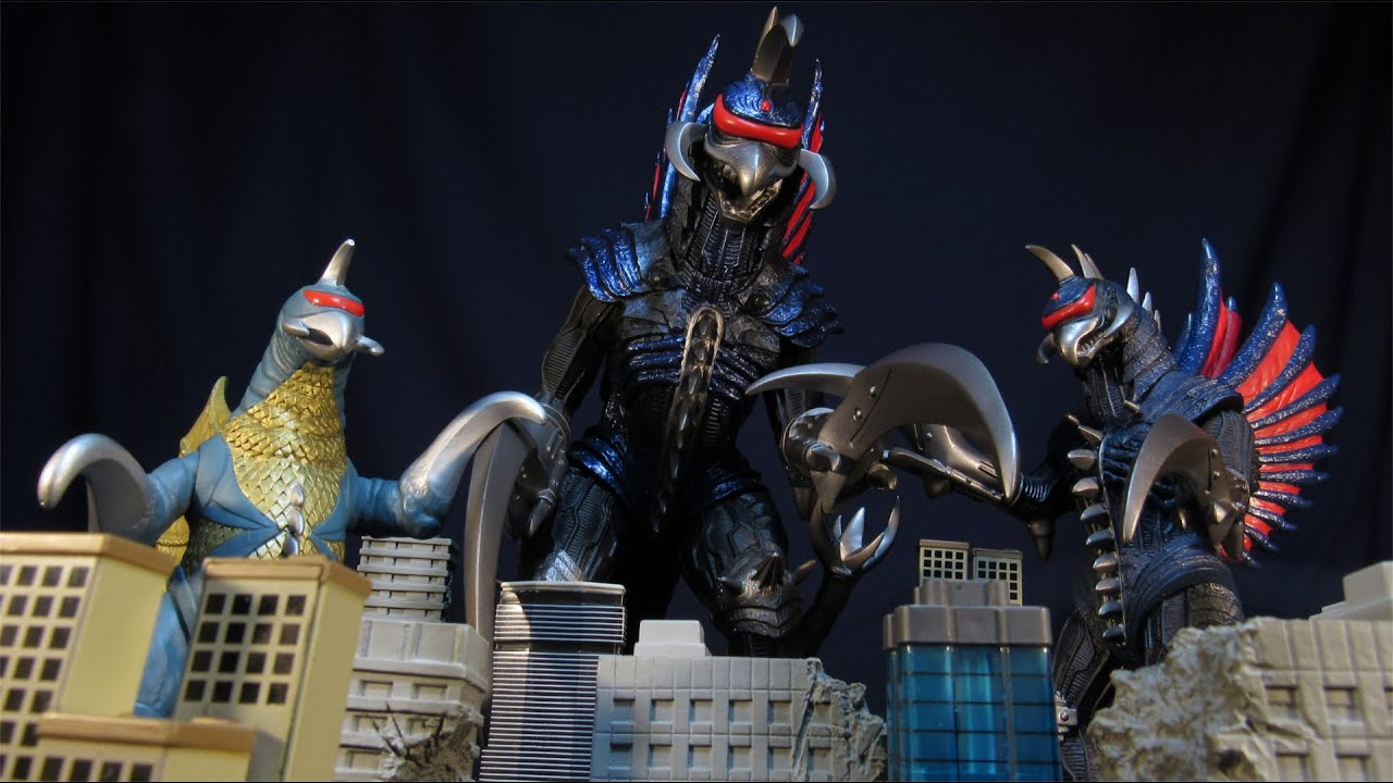 Gigan 3 Way Review Showa And 2004 Version 6 And 12 Inch