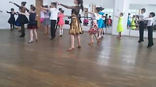 Мой урок танцев я в черной юбке танцы называюца спортивно бальные😊