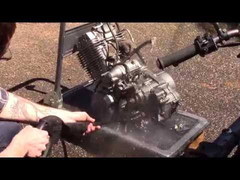 Refreshing and resealing a big single cyl 4 strokes : 1/4