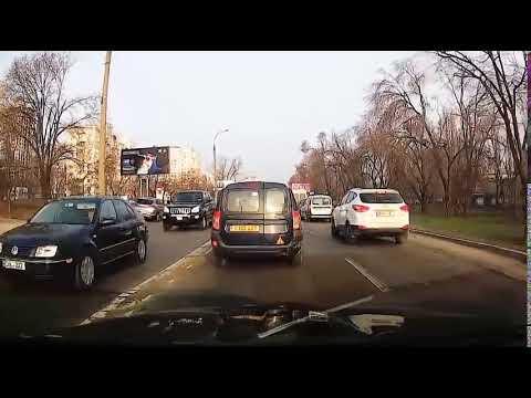 EnglishMan in Chisinau /Trotuar contrasens