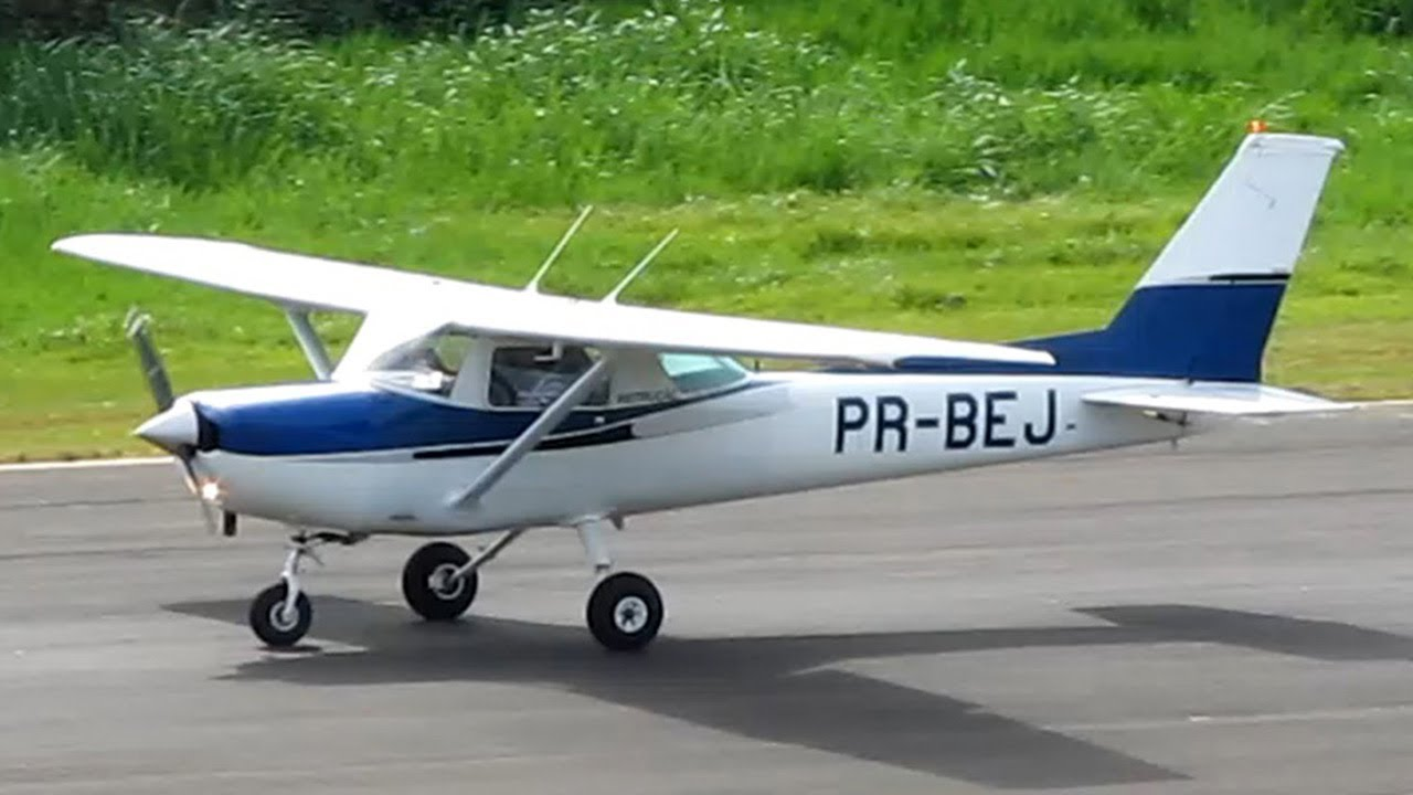 Cessna 152 landing | Small plane | Smallest Airplane ...