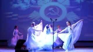 Моя Лиза танцует Вальс Победы... Девочки - умнички... Очень красиво...