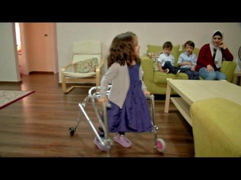 أخبار خاصة | طفلة أردنية تستطيع الطيران على جهاز المشي متحدية #الإعاقة  - نشر قبل 2 ساعة